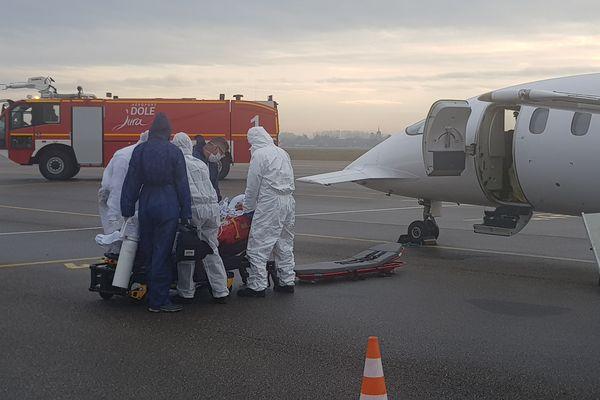 L'avion va transporter un malade, trois urgentistes.