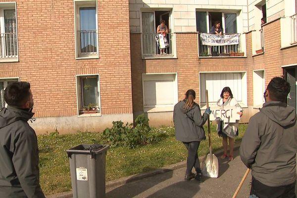 Coronavirus : les gardiens de l'immeuble de la métropole lilloise continuent leur mission malgré le confinement