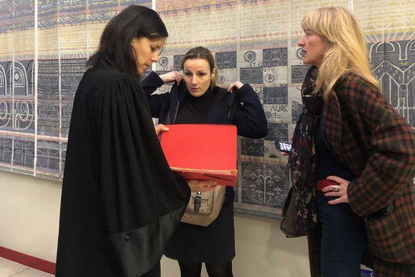 Christine Lorimy (à droite sur la photo) au Tribunal de Commerce d'Epinal en compagnie de son conseil