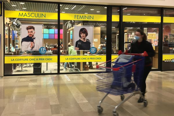 Galerie marchande du centre commercial Carrefour Amiens, le 5 mars 2021
