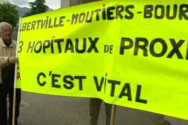 Manifestation devant l'hôpital de Moûtiers