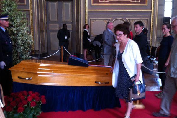 Le cercueil d'Alain Millot a été présenté ce jeudi 30 juillet 2015 dans la salle des Etats du palais des Ducs à Dijon