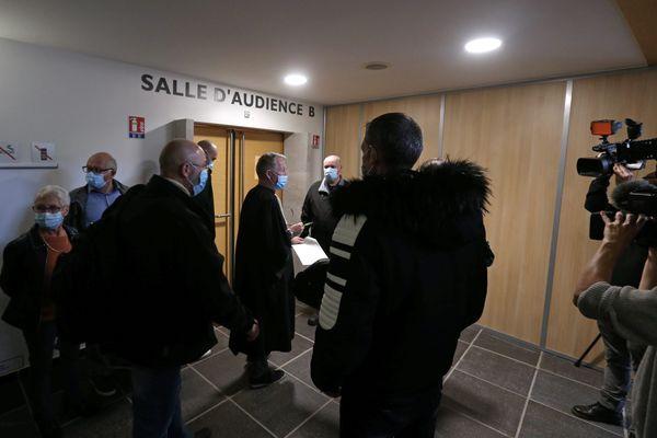 L'affaire de l'adolescente tondue à Besançon devant la justice
