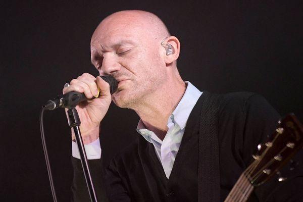 Gaëtan Roussel donnera un concert gratuit ce dimanche 12 mai au Louvre-Lens