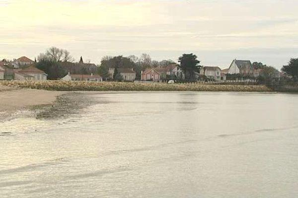 Les digues existantes le long du littoral de Port-des-Barques vont être réhaussées