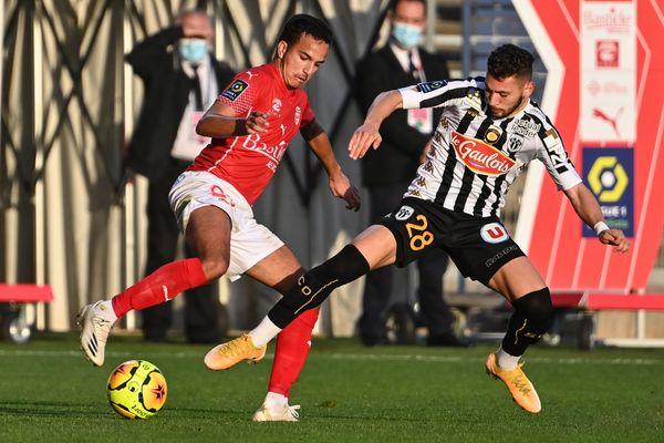 Angers SCO n'a laissé aucune chance au Nîmois (1-5)