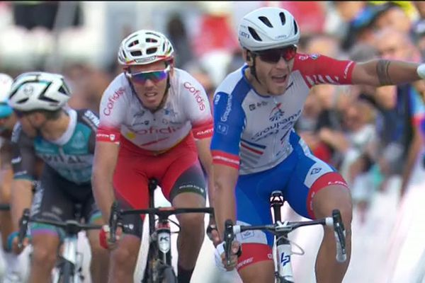 Coup double pour le cycliste de Vierzon qui remporte le Tour de Vendée et la Coupe de France.