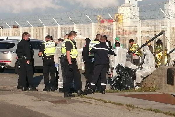 Une vingtaine de migrants ont été pris en charge ce mercredi matin au port de Calais, après avoir tenté de traverser la Manche.