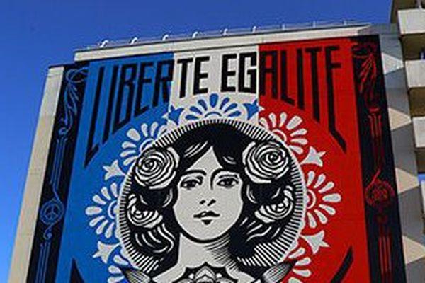 La devise nationale figure désormais sur un mur de 40 mètres situé 186, rue Nationale, Paris 13e