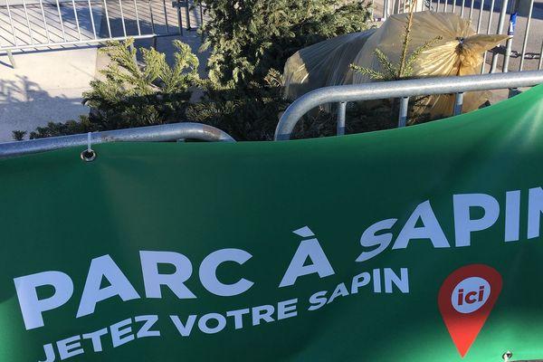 Montpellier - l'un des 28 parcs à sapins pour le recyclage - 2 janvier 2019.