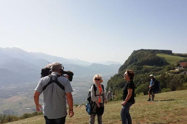 Martine Lange en interview avec une équipe de France 3 Alpes
