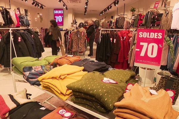 Les soldes ont débuté ce vendredi dans ce centre commercial de Tournai.