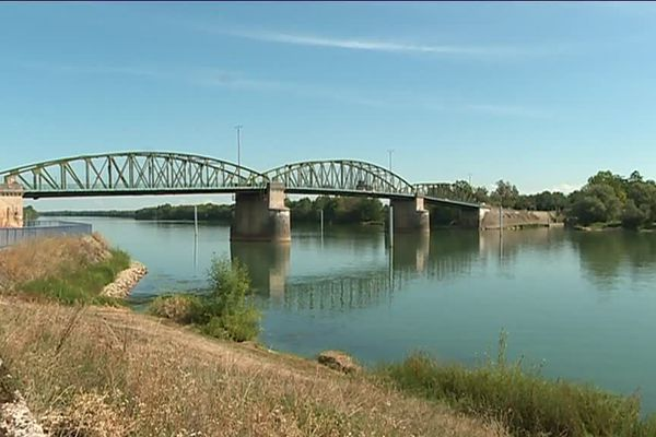 Pont de Fleurville (Saône-et-Loire)