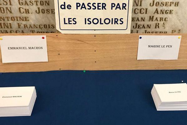 07/05/2017 - Bulletins de vote Emmanuel Macron, Marine Le Pen pour le 2d tour de l'élection présidentielle 2017 en France