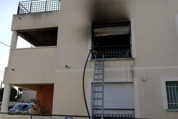 Un feu très violent a dévasté cet appartemment de la rue des Fonds Gaidons, à Bourges.