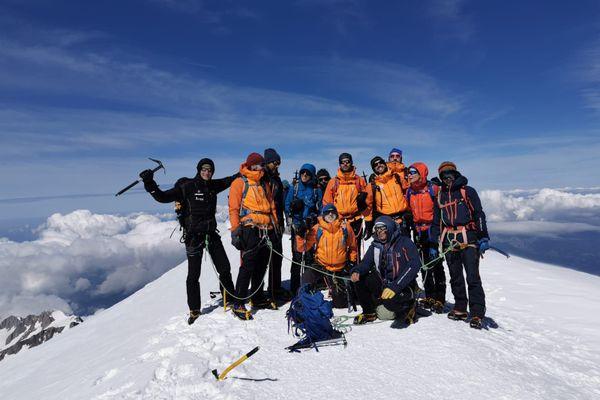 Samuel et Luc, amputés du tibia, sont parvenus à atteindre le sommet du Mont Blanc le 14 juillet.