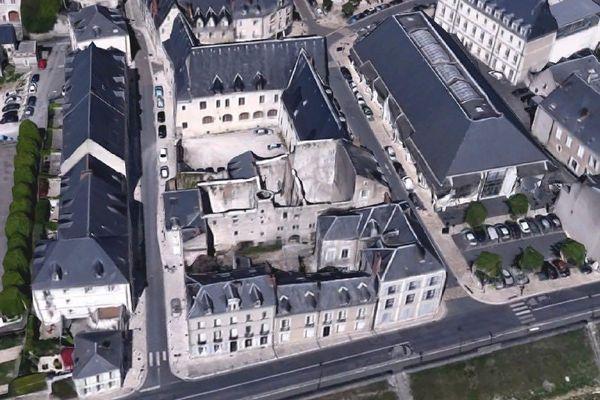 La Tupinière, coincée entre le musée des Jacobins et le bâti, à Blois.
