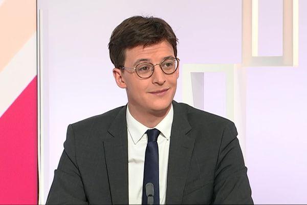 Le député La République en Marche de la Vienne, Sacha Houlié, sur le plateau de Dimanche en politique, diffusé dimanche 17 novembre à 11h30