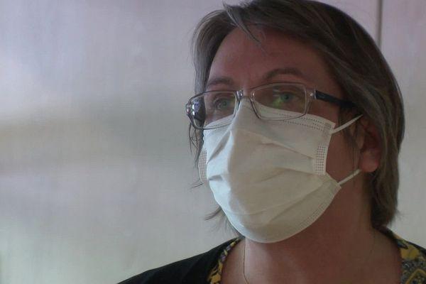 La directrice a tenu a saluer la mémoire et l'engagement d'Elisabeth-Rolande, l'aide-soignante décédée du coronavirus