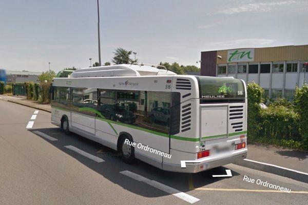 """La caisse d'un bus """"piquée"""" rue Ordronneau à Rezé par une gamine de 14 ans"""