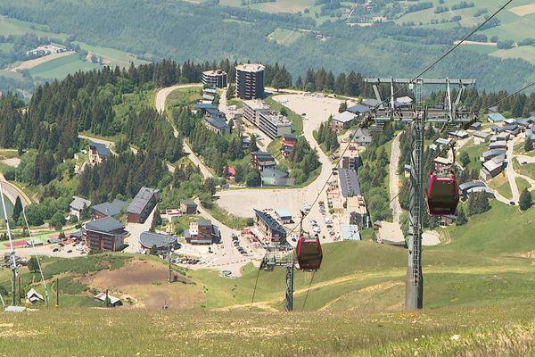 La station de Chamrousse (Isère) fin juin 2020.
