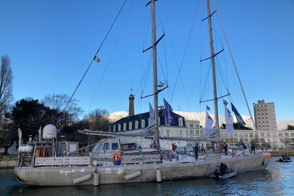 La goëlette Tara, à quai à Lorient, prête au départ et pour une nouvelle mission scientifique