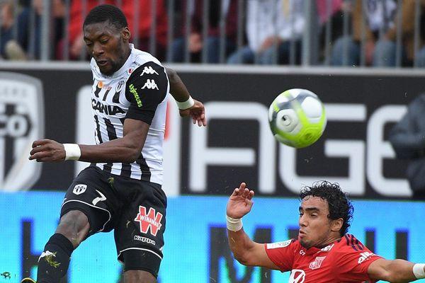 Toko Ekambi a marqué le 3ème but du Angers SCO contre l'OL, le 1er octobre 2017