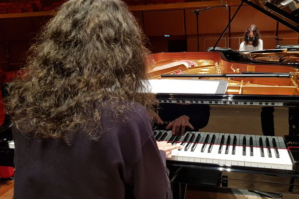 Les soeurs Labèque au piano