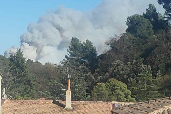 06.04.2021. Incendie sur la commune d'Auriol dans les Bouches-du-Rhône attisé par un fort Mistral.