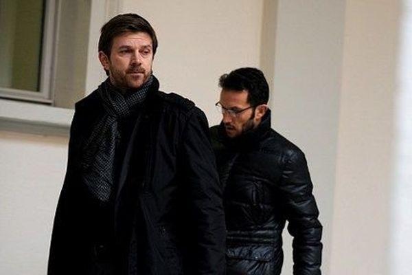 Ghislain Anselmini, en arrière plan, avec son avocat.