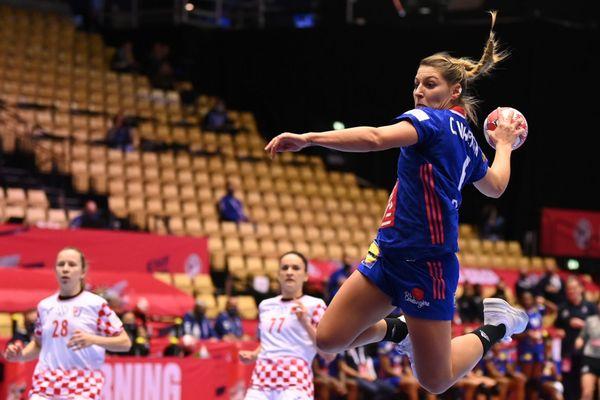 Chloé Bouquet-Valentini, joueuse de l'ESBF a scoré avec l'équipe de France face à la Croatie, vendredi 18 décembre.