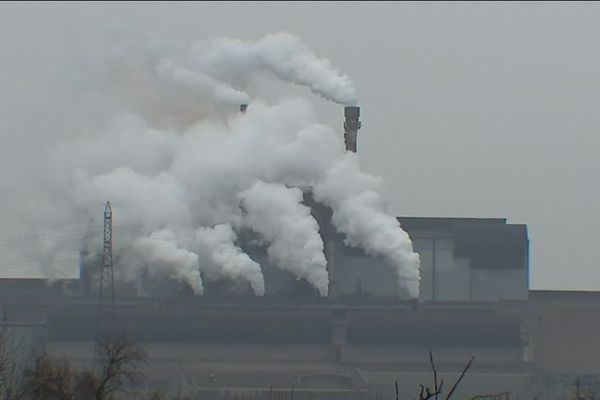 La pollution industrielle sur le territoire de l'étang de Berre.