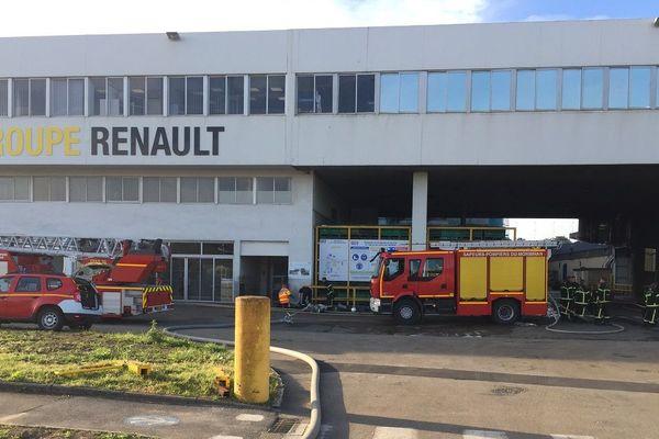 Les pompiers fortement mobilisés sur un incendie à Caudan, à la Fonderie de Bretagne