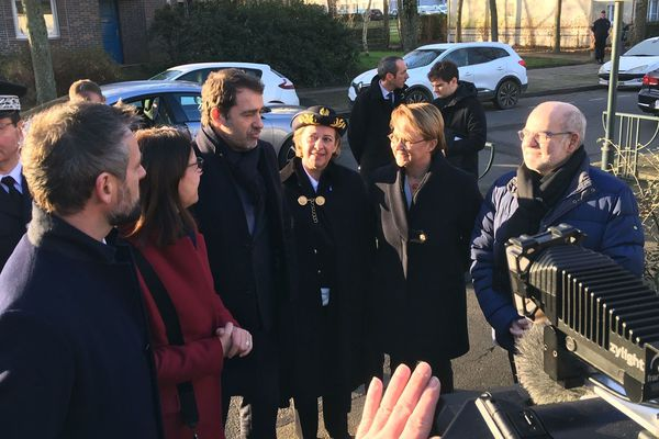 Christophe Castaner, ministre de l'Intérieur, accompagné de Michèle Kirry préfète et Nathalie Appéré, maire de Rennes, à sa droite et de Laurence Maillard-Méhaignerie et Florian Bachelier, députés LREM