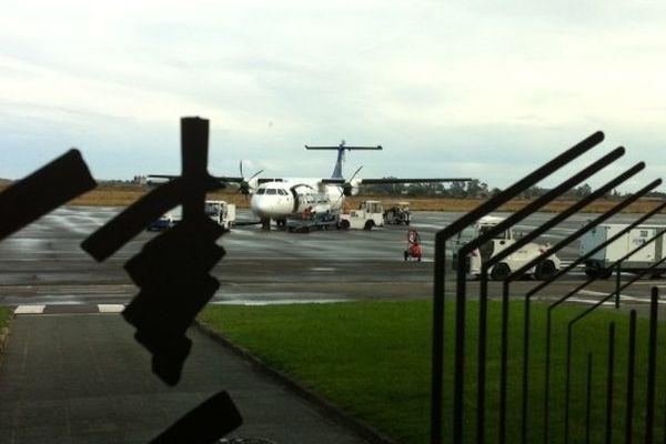 29/09/13 - L'ATR72 de la compagnie Air Corsica bloqué sur le tarmac de l'aéroport de Bastia