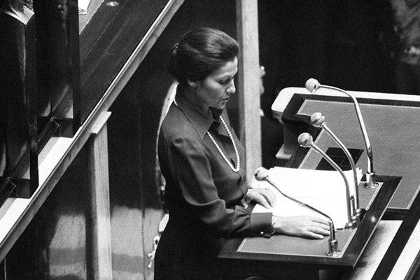 Simone Veil à l'Assemblée nationale, le 26 novembre 1974. Elle est alors ministre de la Santé.