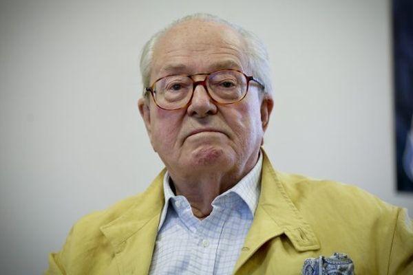 Jean-Marie Le Pen pourrait être la tête de liste du FN pour les prochaines régionales.