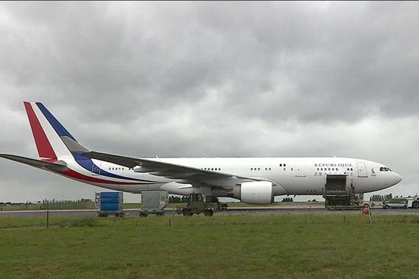 L'Airbus présidentiel sur la base 105 d'Evreux