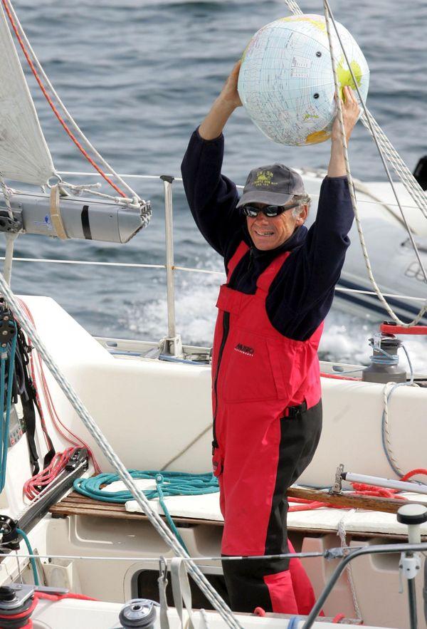 Alain Maignan à son retour à la trinité-sur-Mer (Morbihan) d'un de ses tour du monde à la voile sans escale et sans assistance - 11/04/2007