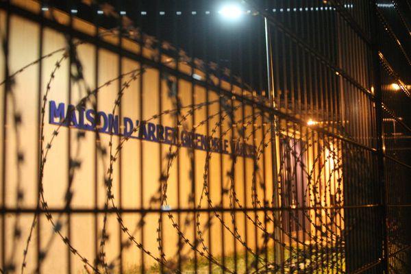 Plusieurs centaines de détenus en fin de peine ont été libérés des prisons d'Auvergne-Rhône-Alpes.