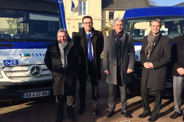 Joël Bruneau, président de Caen-la-Mer, et Rodolphe Thomas, vice président en charge des transports, ce jeudi à Soliers