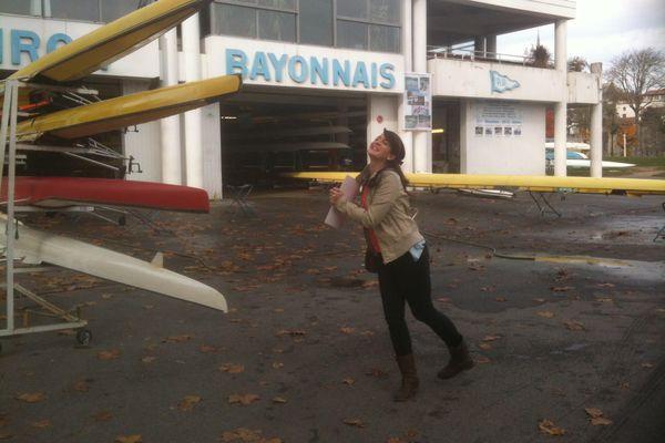 Incluso en el otro lado del mundo, Camille nunca olvida su pasión por su club favorito: Aviron bayonnais.