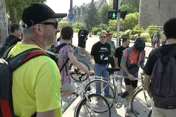 Salariés Michelin au départ du Tour de France à Tours