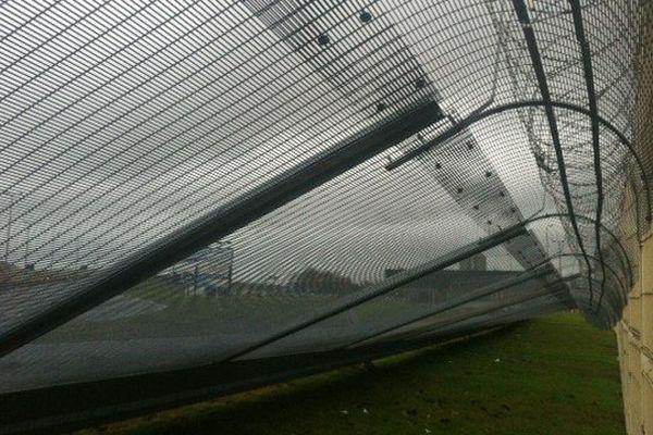 Le renforcement de la sécurité autour du port de Calais n'a pas résisté aux assauts du vent