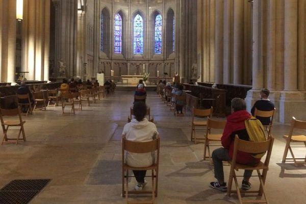 La première messe d'après-confinement a attiré quelques fidèles à la cathédrale St Jean à lyon