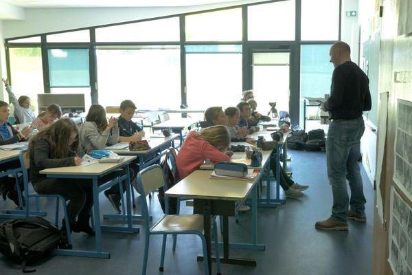 TV Loustics à la rencontre de la Classe de CM1 CM2  de l'école Jules Verne de Gennes (Maine-et-Loire), et de leur professeur Benoît Daguin
