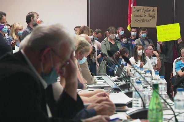 Nantes, le Couëron : des parents d'élèves en conseil municipal lundi 11 octobre.