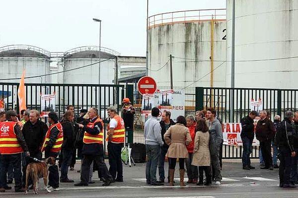 Des salariés de Pétroplus sont allés bloquer symboliquement les sorties de Rubis à Grand Quevilly.