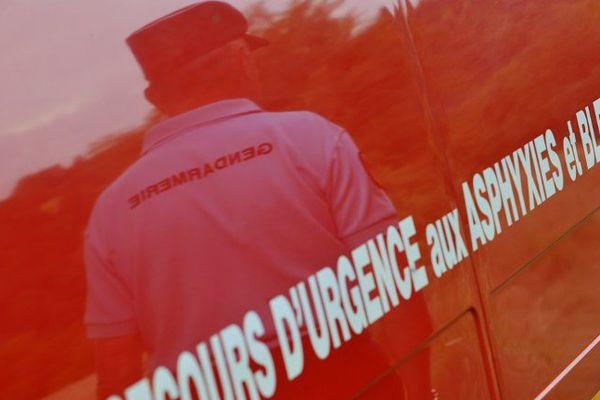 ILLUSTRATION de pompiers et gendarmes