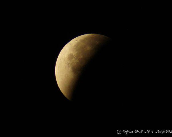 La lune menteuse va bientôt former un «C» et nous dire qu'elle est croissante alors qu'elle est décroissante